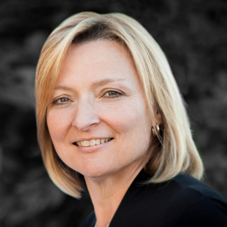 Denturist Nancy Tomkins