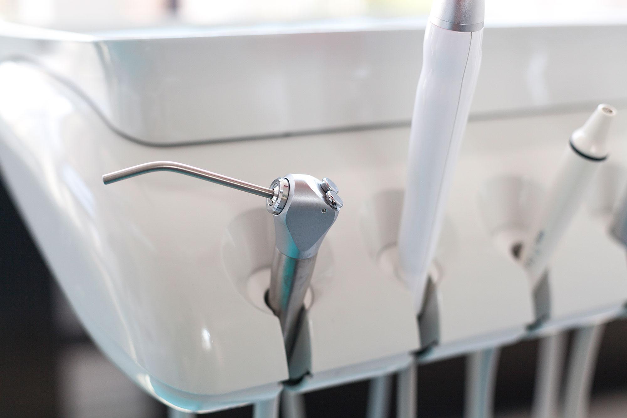 Clean denture tools
